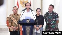 Presiden Joko Widodo di Istana Bogor saat mengumumkan pembebasan 10 WNI yang menjadi sandera di Filipina (1/5). (VOA/Andylala Waluyo)