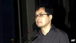 Luật sư bất đồng chính kiến Lê Công Ðịnh bị bắt từ tháng 6 năm 2009 và bị tuyên án hồi tháng 1 năm 2010.
