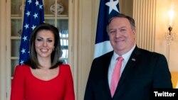 美国国务卿蓬佩奥和国务院新发言人摩根·奥特加斯。