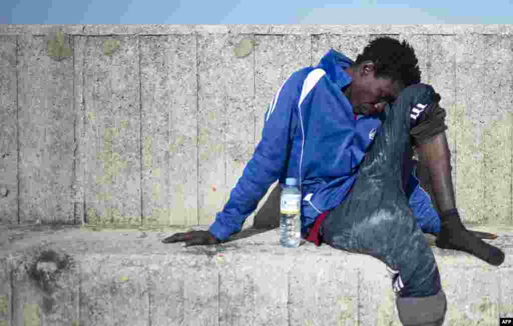İspanya Sahil Koruma görevlileri, 9 mülteciyi boğulmaktan kurtardı.