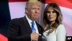 """En su disculpa, el Daily Mail dijo que nunca intentó """"sugerir que la señora Trump haya trabajado alguna vez como dama de compañía o en negocios sexuales""""."""