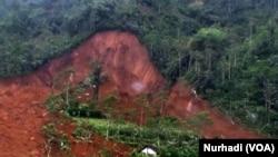 Tanah longsor menyapu dusun Jemblung, Banjarnegara, 12 Desember 2014 (Foto: VOA/Nurhadi)