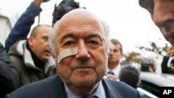 Chủ tịch bị truất phế của FIFA Sepp Blatter tới một cuộc họp báo ở Zurich, Thụy Sĩ, ngày 21/12/2015.