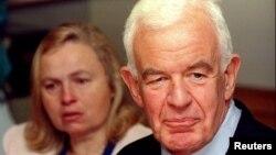 El expresidente de la Cámara de Representantes, Tom Foley junto a su esposa, Heather, en 1994.