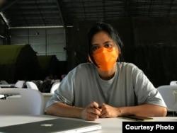 Eva Taibe, mahasiswi Central China Normal University, ketika menjalani proses observasi kesehatan selama 14 hari di Natuna, Kep. Riau. (Foto: Yuli Chaniago)