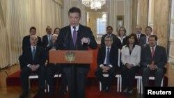 El presidente de Colombia, Juan Manuel Santos, rechazó la decisión de la Haya acompañado de su gabinete y los expresidentes del país.