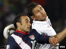 Warga Amerika berharap timnas AS bisa berpenampilan baik di Piala Dunia kali ini. Pada pertandingan pertama Grup C ini, AS menahan imbang Inggris.