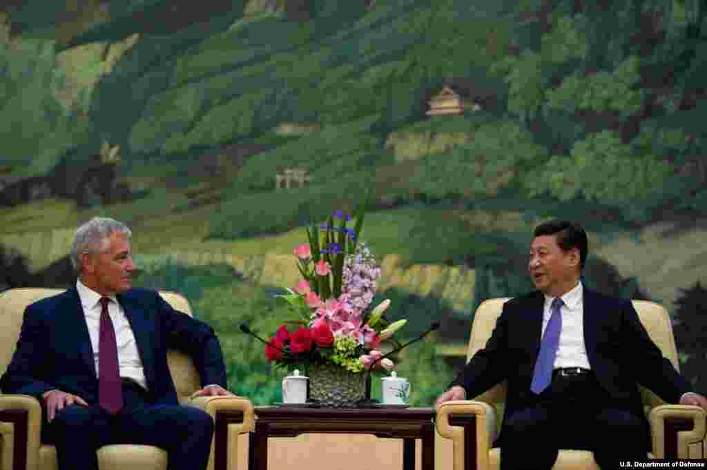 U.S. Secretary of Defense Chuck Hagel met with Chinese President Xi Jinping, Beijing, China, April 9, 2014. (Department of Defense)