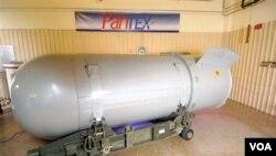 Bom Nuklir B53 milik Amerika yang berbobot 4.500 kilogram (seukuran minibus), akan dibongkar hari ini di Pabrik Pantex di Texas (foto:dok).