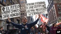 Những người biểu tình chống lại Tổng thống tân cử Donald Trump ở New York, ngày 12 tháng 11 năm 2016.