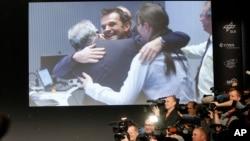 Para ilmuwan Badan Antariksa Eropa (ESA) di Darmstadt, Jerman bergembira setelah pesawat antariksa Rosetta berhasil mendarat di permukaan komet Churyumov-Gerasimenko hari Rabu (12/11).