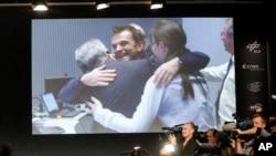 Naučnici Evropske svemirske agencije slave posle sletanja robota File na kometu Čurjumov-Garasimenko, 12. novembra 2014.