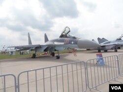 2013年8月莫斯科航展中展出的苏-35战机 (美国之音白桦拍摄)
