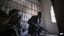 1일 시리아 알레포에서 교전 중인 반군. (자료사진)
