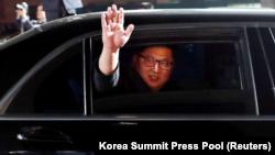 Severnokorejski lider Kim Džong Un odlazi sa sastanka sa južnokorejskim kolegom, 27. april 2018. Korea Summit Press Pool / Delivered via Reuters