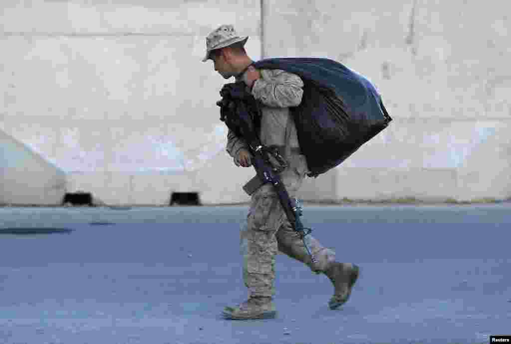 اب محدود تعداد میں فوجی اہلکار ملک میں موجود رہیں جو کابل میں واقع برطانیہ کے زیرِ انتظام ایک تربیتی اکیڈمی میں ہوں گے۔