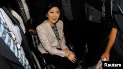 Thủ tướng Thái Lan Yingluck Shinawatra đến văn phòng Ủy ban chống tham nhũng ở tỉnh Nonthaburi, ngày 31/3/2014.