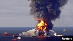 Požar na bušotini Deepwater Horizon, u blizini obale Luizijane