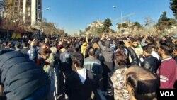 عکسی که از تجمع روز پنجشنبه در مشهد به صدای آمریکا ارسال شد.