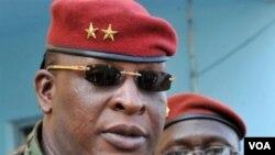 Jenderal Sekouba Konate, pemimpin pemerintahan transisi di Guinea, yang mengadakan pemilu baru lalu.