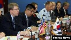 지난해 7월 한국 국방부에서 열린 제4차 한미 통합국방협의체(KIDD) 회의에서 데이비드 헬비 동아시아 부차관보가 인사말을 하고 있다. (자료사진)