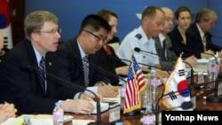 지난해 7월 한국 국방부에서 열린 제4차 미한 통합국방협의체 회의에서 데이비드 헬비 동아시아 부차관보가 인사말을 하고 있다. (자료사진)