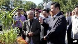 習近平在公眾視線神秘消失了整整兩個星期後,到北京的中國農業大學露面。