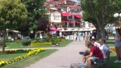 Сат-два, капење во езеро: Охрид полн за празничниот викенд, што им се нуди на туристите?