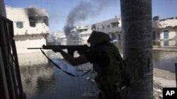 جهنگاوهرانی حکومهتی کاتی لیبیا له پـێشڕهویـیان بۆ ناو بهنی وهلید بهردهوامن