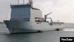 Nhóm người tị nạn Việt Nam được đưa trở về Việt Nam bằng tàu HMAS Choules.