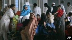 پی آئی اے کے ورکرز کی ہڑتال کی وجہ سے مسافر اسلام آباد انٹرنیشنل ایرپورٹ پر پھنسے ہوئے ہیں۔