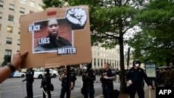 Imagem de George Floyd na manifestação d 3 de Junho em Washington DC