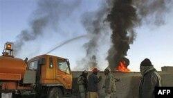 У відповідь на атаку коаліційних військ екстремісти підпалили машини з постачанням для сил НАТО в Афганістані