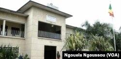 La mairie de Bacongo, au sud de Brazzaville, au Congo, le 3 avril 2017. (VOA/Ngouela Ngoussou)