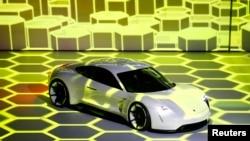 Novi električni Poršeov automobil Mission E predstavljen na sajmu automobila u Frankfurtu u septembru 2015.