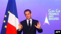 Francuski predsednik Nikola Sarkozi na konferenciji za novinare u Parizu