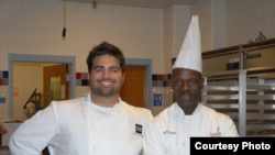 Victor Albisu (à g.) et Ali Baba Gueye, durant leur démonstration au Lycée TC Williams, en Virginie (octobre 2012)