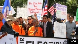 Cambodian-Americans across the United States gathered in front of the State Department to demand its government to respect human rights and ensure free and fair elections at the upcoming polls, Washington DC, September 15, 2017. (Say Mony/VOA Khmer)