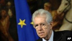 İtaliyanın baş naziri Mario Monti