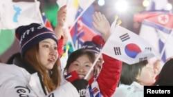 지난 2018 평창 올림픽 폐막식에서 한국과 북한 선수단이 공동 입장하고 있다. (자료사진)