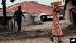 El terremo de 2001 en El Salvador, dejó sin vivienda a miles de personas sobre todo en la zona oriental del país.