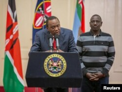 Kenya's President Uhuru Kenyatta flanked by his deputy, William Ruto, addresses the nation at State House in Nairobi, Sept. 1, 2017.