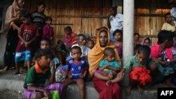 ہیومن رائٹس واچ کے مطابق بنگلہ دیش نے روہنگیا پناہ گزین بچوں کے کیمپوں سے باہر اسکولوں میں داخلے پر پابندی عائد کر دی۔ (فائل فوٹو)