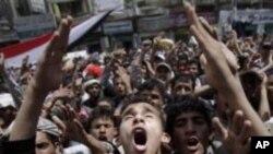 반정부 시위를 벌이는 예멘인들