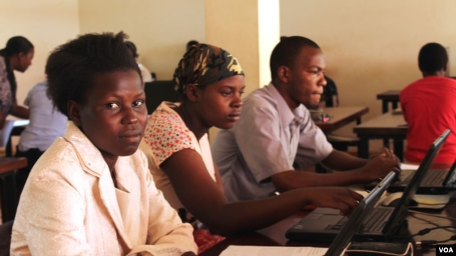 Students learn IT skills for free at a computer lab set up with the help of volunteer hackers in Jinja, Uganda. (Hilary Heuler for VOA)