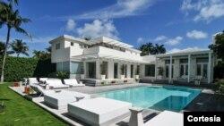 El inmueble tiene siete habitaciones y ocho baños, y un precio que se aproxima a los $14 millones de dólares.