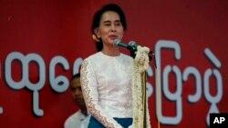 Aung San Suu Kyi berbicara di Mandalay, menyerukan reformasi konstitusi Myanmar (18/5).