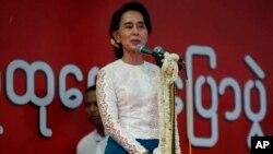 Pemimpin oposisi Myanmar, Aung San Suu Kyi melakukan kampanye di kota Mandalay (18/5).