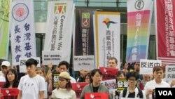 台灣公民及人權團體2019年6月12號舉行記者會聲援香港民眾反對逃犯條例。 (美國之音張永泰拍攝)