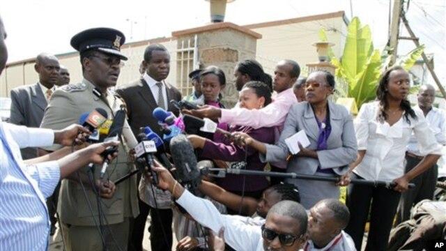 Kepala Polisi Kenya, Mathew Kirai Iteere memberikan keterangan pers. Kenya menuduh pencuri ternak Turkana melakukan serangan yang menewaskan lebih dari 40 polisi (13/11).